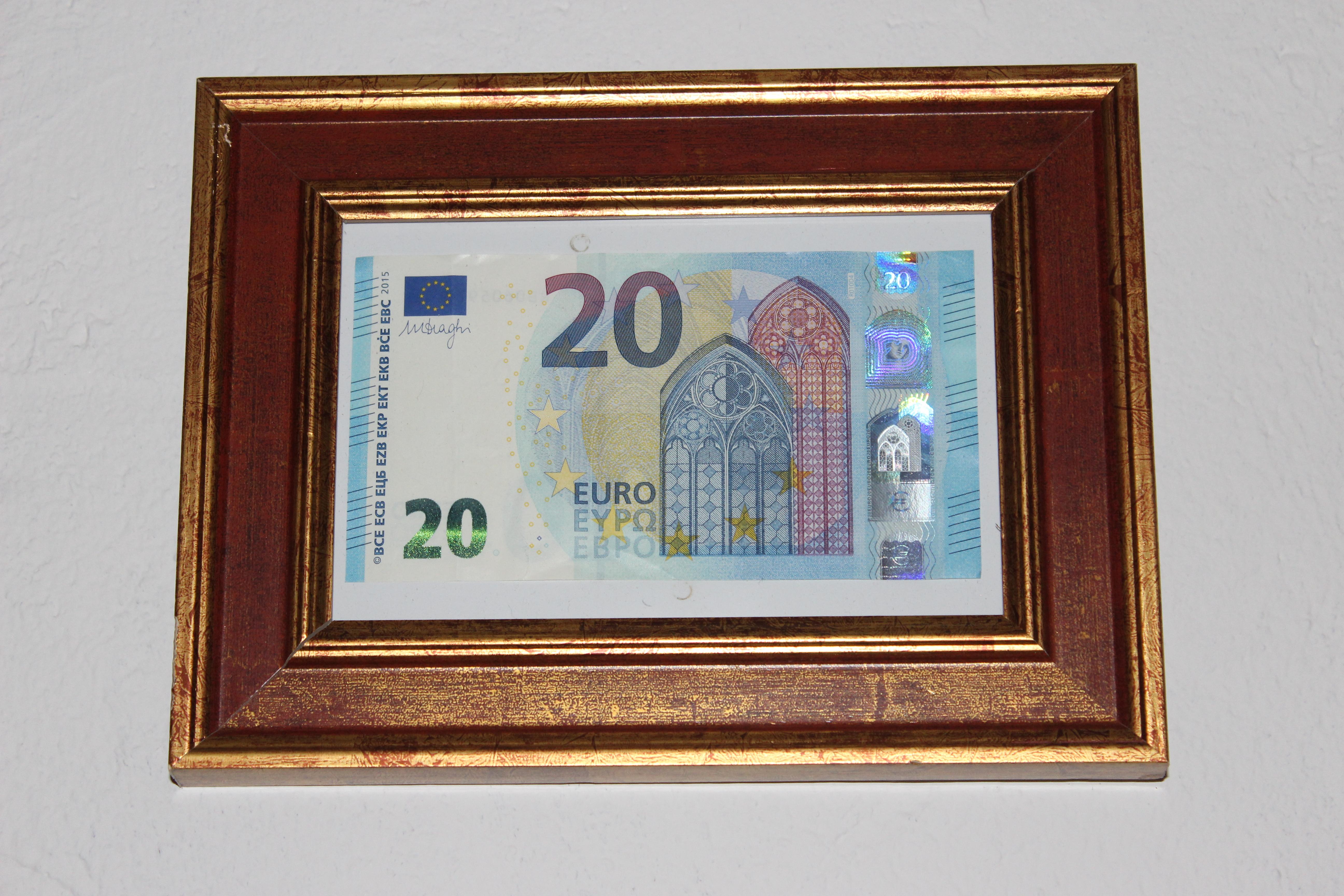 Geld im Bilderrahmen verschachtelt in 5 Kartons | Hand im Glück ...