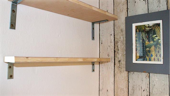 wandregal brett amazing auch eine idee einfach bretter aus holt als wandregale verwenden regal. Black Bedroom Furniture Sets. Home Design Ideas